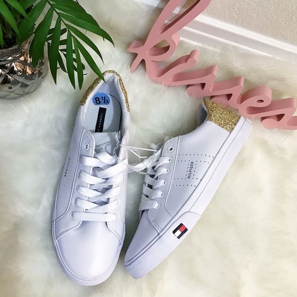 98eb305bb Tommy Hilfiger Lune Sneaker NWOT